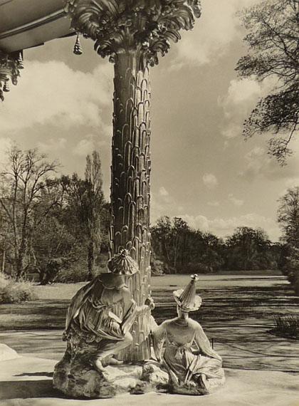 Max Baur. Blick vom Chinesischen Haus, nach 1934Vintage, Silbergelatineabzug auf Seidenmattpapier, 38,5 x 28,5 cm© Lichtbild-Archiv Max Baur / Sammlung M.-L. Surek-Becker