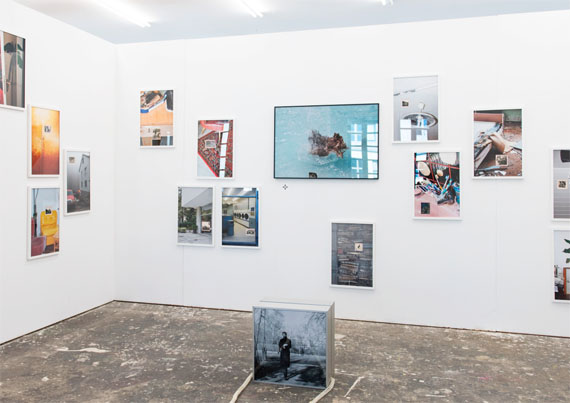 """Jana Bissdorf: aus der Serie """"Wege zum Glück"""" (Installationsansicht) © HfG/Laura Brichta"""