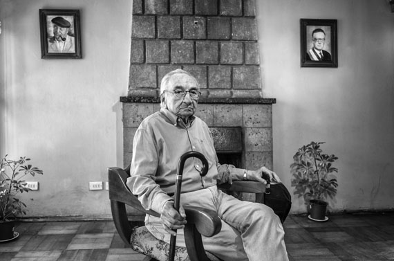 """Armando. Festgenommen 1975 und im """"Nido 20"""" (Geheimgefängnis des Comando Conjunto) gefoltert.Fotografiert im """"Nido 20"""" in Santiago, Chile am 03.10.2016 © José Giribás Marambio"""