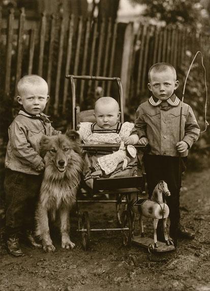 August SanderBauernkinder / Farm Children, 1913© Die Photographische Sammlung/SK Stiftung Kultur – August Sander Archiv; VG Bild-Kunst, 2018