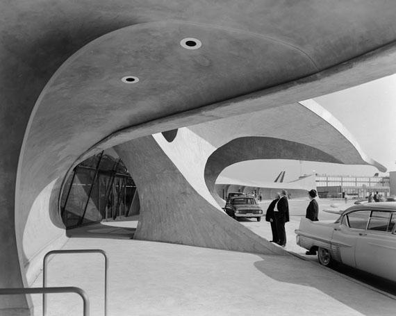 Ezra StollerTWA Terminal at Idlewild (now JFK) Airport.Eero Saarinen. New York, NY, 1962© Ezra Stoller, Courtesy Yossi Milo Gallery, New York