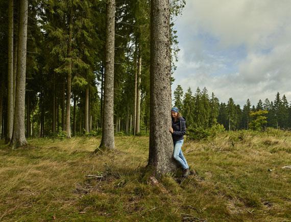 """15. Tag: NRW, Jagdhaus. Annette Schlingmann aus Hilversum in den Niederlanden besucht erstmalig das Sauerland. Sie will einfach mal """"Berge und Wald"""" erfahren, ohne sonderlich weit zu reisen.copy; Andreas Teichmann"""