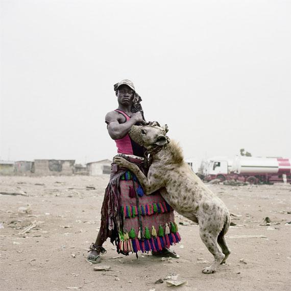 Abdullahi Mohammed with Mainasara, Ogere-Remo, Nigeria, 2007 © Pieter Hugo