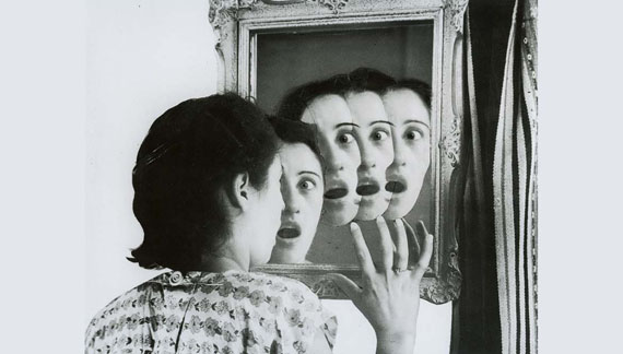 Grete Stern; ¿Quién será? Sueños #7, Los sueños del espejo, Idilio n°17, 1949. © Galería Jorge Mara - La Ruche