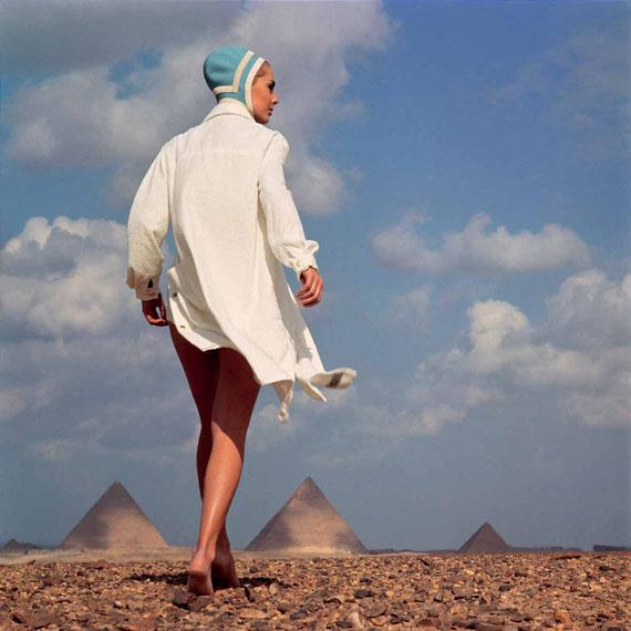 Une journée à la plageBonnet de bain par RadiumKarin MossbergGizeh 1966© F.C. Gundlach Foundation