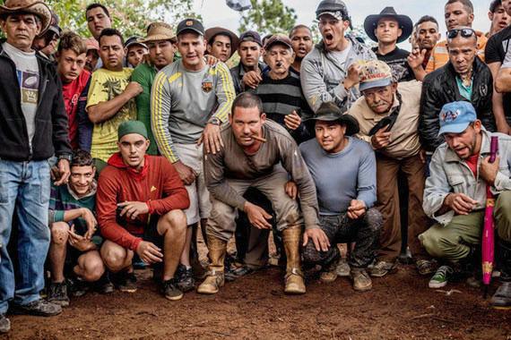 © Tomas Munita - Cockfight in the countryside near Vinales, Cuba.