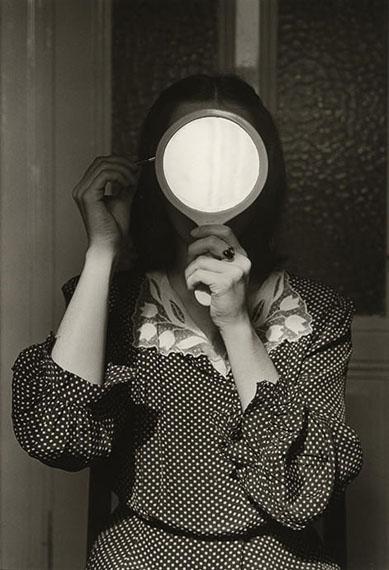 Christine Mit Spiegel (1977) © André Gelpke, Courtesy Kicken Berlin