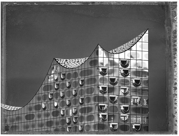 Christopher ThomasElbphilharmonie, 2019Pigment-Print auf Büttenpapier103 x 135 cm, Auflage 25© Christopher Thomas / Courtesy Persiehl & Heine, Galerie für Fotografie