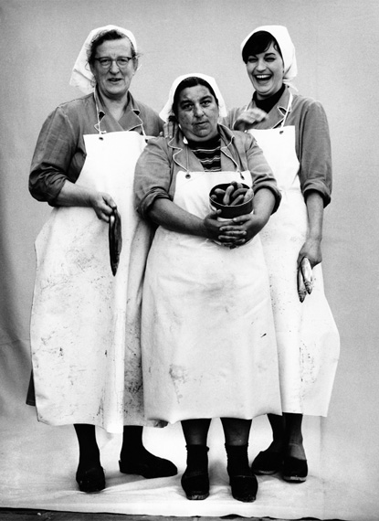 RollmopspackerinnenStefan Moses, 1962, 1964©  Elsa Bechteler-MosesCourtesy Johanna Breede Photokunst Berlin