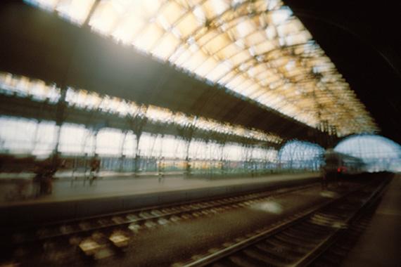"""Karen Stuke: Wilsonovo nádraží, Prag aus der Serie """"Wandelhalle – Auf den Spuren von Sebalds Austerlitz"""", 2013"""