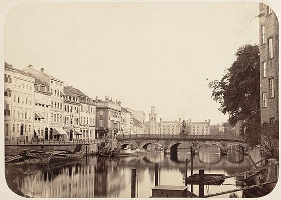 Leopold Ahrendts (1826-1870)Burgstraße und Spree, Blick über die Lange Brücke mit dem Kurfürstendenkmal (heute Rathausbrücke), um 1860© Stadtmuseum Berlin