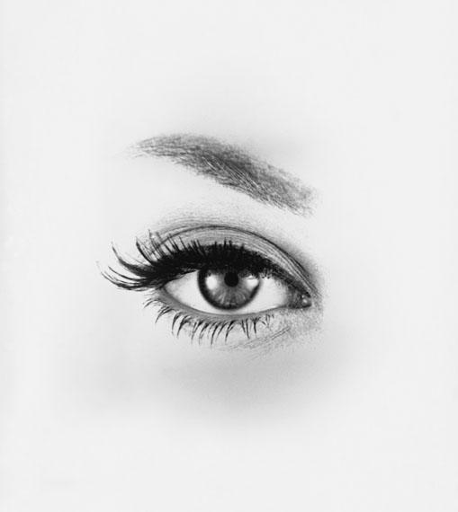 Fernand FONSSAGRIVESThe Eye (1954)Silver gelatin printSigned, titled in pencil on verso28 x 35,5 cm© Fernand Fonssagrives courtesy of Galerie Miranda