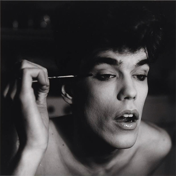 Peter Hujar, David Brintzenhofe Applying Makeup (II), 1982, © 1987 The Peter Hujar Archive LLC, Courtesy: Gropius Bau