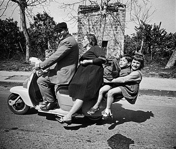 Palermo, Sicilia, 1963 © Bruno Barbey, MAGNUM Photos