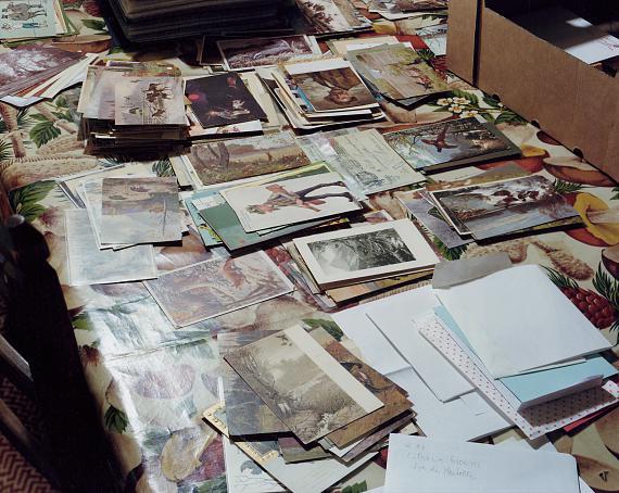 """Francesco Neri: """"Dad's postcard collection, Faenza 7.12.2011"""", aus der Serie """"Trophy and Treasure"""",© Francesco Neri, Bestand Die Photographische Sammlung/SK Stiftung Kultur"""
