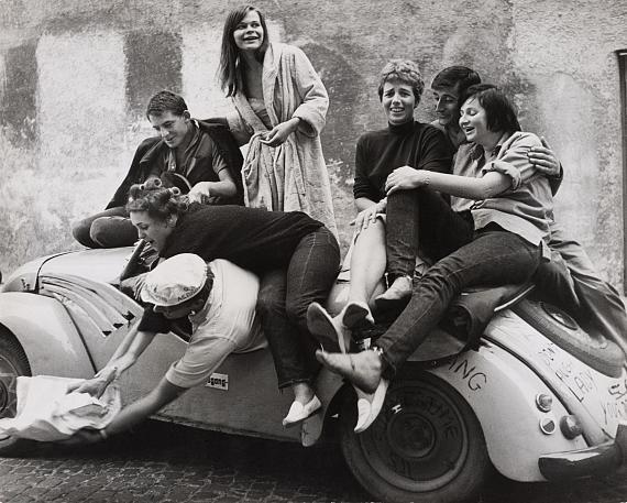 Barbara Niggl RadloffThe car ride, Munich, um 1960© Münchner Stadtmuseum