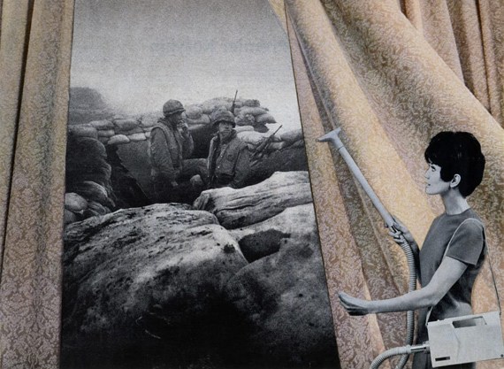 Cleaning the Drapes, aus: Bringing the War Home: House Beautiful 1967-72, Collage, 26 x 35,6 cm © Martha Rosler