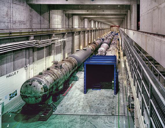 Tor Seidel: Aktives Lager, Behälter für radioaktive Abfälle, KKW Lubmin, 2010, C-Print, 20 x 25 cm