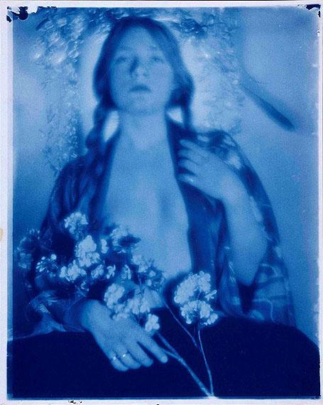 Paul Burty Haviland: Florence Peterson in kimono with flowers, 1909/1910, ARTE France / © ADAGP/RMN (Musée d'Orsay)/René-Gabriel Ojéda