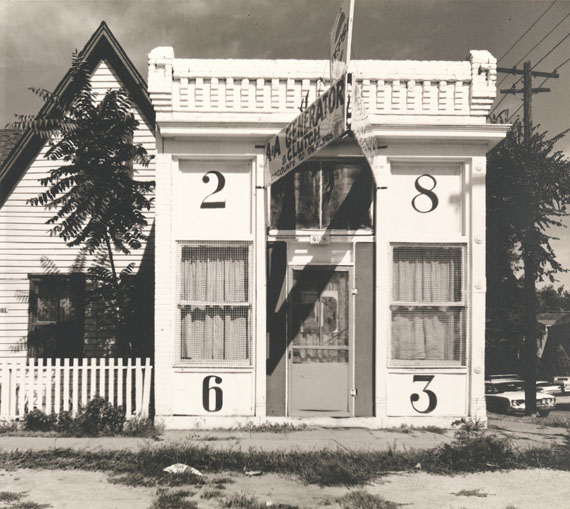 Walker Evans: [Façade of House with Large Numbers, Denver, Colorado, August], 1967© Walker Evans Archive, The Metropolitan Museum of Art