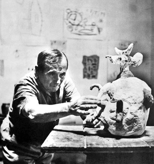 © Ernst Scheidegger: Joan Miro im Atelier in Montroig 1952/53, Heliogravüre der 90-Jahre