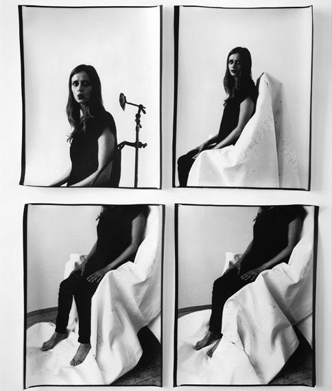 Eine Geste wird belichtet - photographische Weiterführung, 2013, analoger SW-Barytprint, 100x70 cm © Anja Manfredi