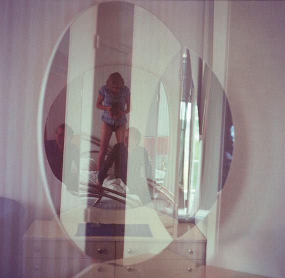 """Triangle of Need""Fotografie, Handabzug, 80 x 80 cm, 2011 © Susa Templin; Courtesy Thomas Rehbein Galerie"