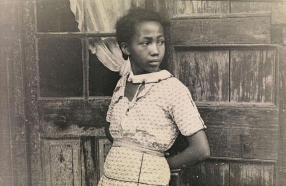Walker Evans: Girl In French Quarter, New OrleansFebruar - März 1935117 x 178 mmLunn Gallery Stamp (1975)© Walker Evans Archive, The Metropolitan Museum of Art
