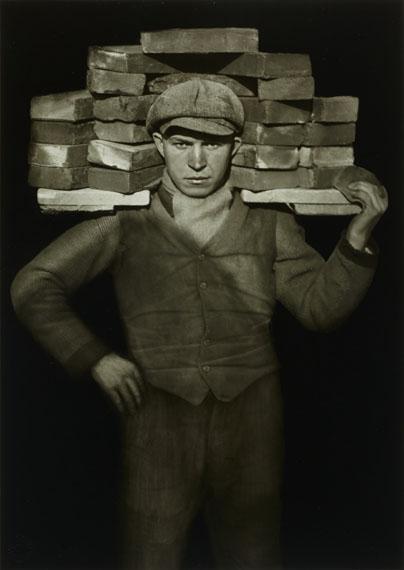 August Sander: Handlanger / Bricklayer, 1928© Photographische Sammlung/SK Stiftung Kultur, Köln; Courtesy of FEROZ Galerie, Bonn