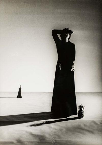Genia RubinLisa Fonssagives. Gown: Alix (Madame Grès), 1937Gelatin silver paper, 30.3 x 21.5 cmphoto: Christian P. Schmieder / Siegert Collection, Munich© Sheherazade Ter-Abramoff, Paris