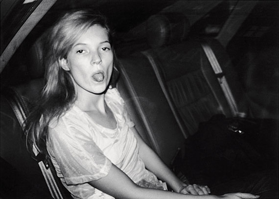 Bruno Mouron: Kate Moss lors de la Fashion Week, 1992, Courtesy Bruno Mouron/Agence Sphinx