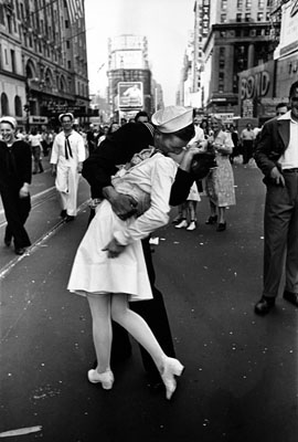 © Time Inc. VJ Day, Times Square, NY, August 14th 1945 Alfred Eisenstaedt