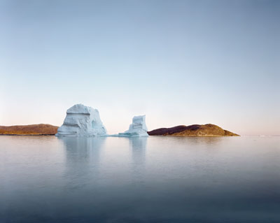 Olaf Otto Becker, Iceberg Rodebay, 69° 22' 16'' N, 50° 54' 08'', Juli 2003 , Archival Pigmentprint, 64 x 78 cm (48 x 60 cm Bildmaß), Ed. 6 + 2 APs