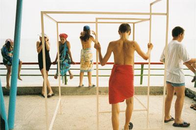 © Claudine Doury. Artek / la plage, juillet 2003.