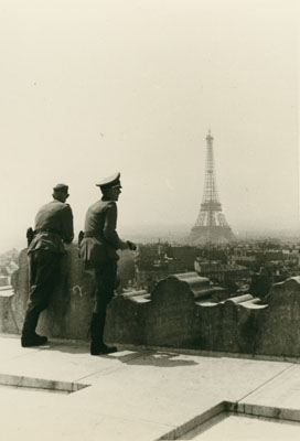 Strangers in Sight - Photo Albums from the Second World War