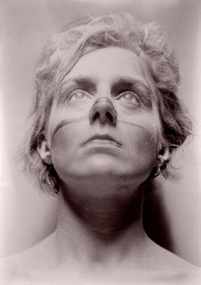 "Andrea Sunder-Plassmann aus der Serie ""Selbst"", 1986, Plattenkamerafotografie, 13x18 cm"