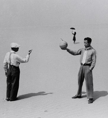 Shoji Ueda. Personnages sur la dune, 1949