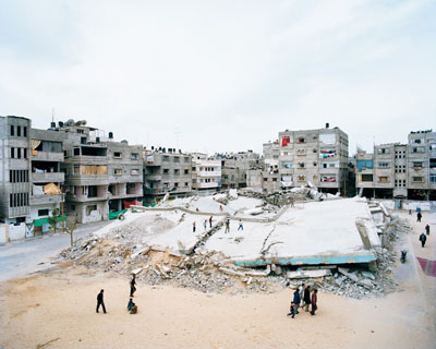 """Heinrich Voelkel/OSTKREUZ: """"Destroyed four-story mosque in the center of Gaza"""", aus der Serie """"the terrible city"""" © 2010 OSTKREUZ Agentur der Fotografen, Berlin und Autoren."""