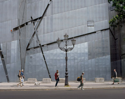 Passing by, 2010 Photography95 x 120 cm