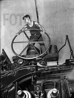 Arkadiy Shaykhet. Young Communist at the wheel of papermaking machine. Balakhna, 1929