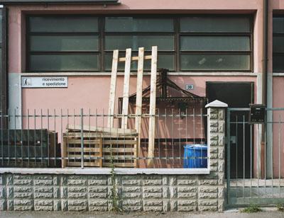 William Guerrieri: Ingresso, Via Bruni, aus 'Il Villaggio_The Village', 2009 © William Guerrieri
