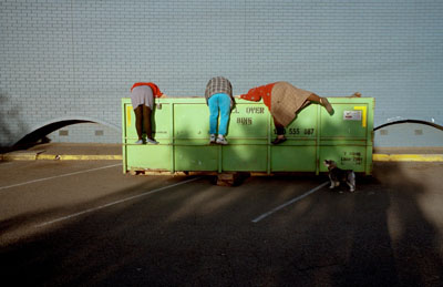 Jesse Marlow, Skip divers, 2011 International Street Photography Awards winner© Jesse Marlow, Courtesy London Street Photography Festival
