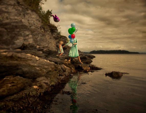 © MARIE SJØVOLD, UNTITLED # 10, AUS DER SERIE MIDNIGHT MILK, 2011, PIGMENT PRINT