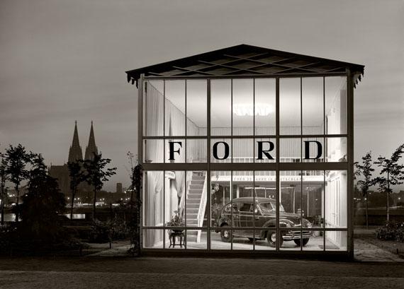 Karl Hugo Schmölz, Messegelände: Pavillon Ford. 1950 © Archiv Wim Cox