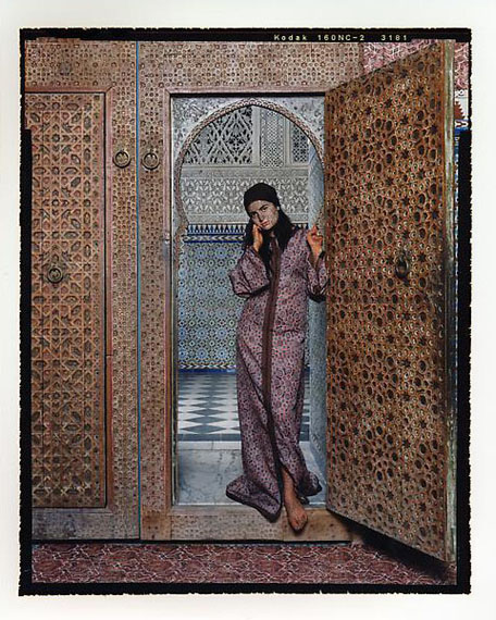 Harem #4, 2009 © Lalla Essaydi/Courtesy Edwynn Houk Gallery, New York.