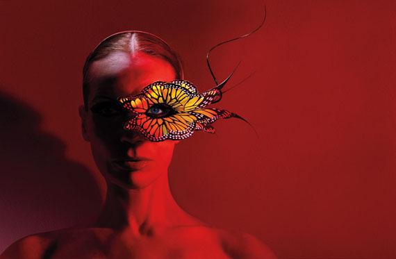©Michael Thompson: Veruschka with Butterfly, New York 2003, 61x76 cm, Edition 10