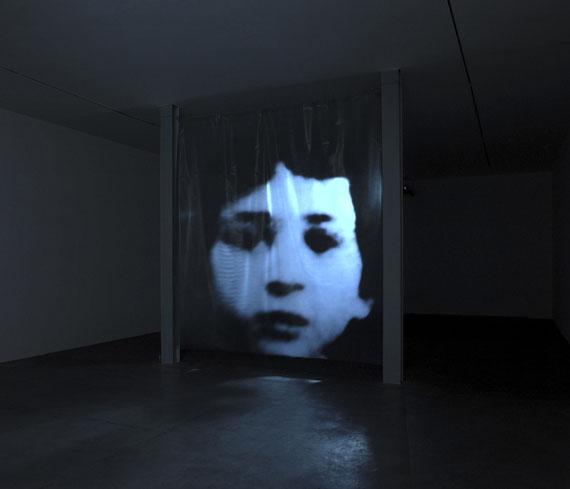 """Foto Titel : La Vie Possible De Christian Boltanski, Installation """"Entre temps"""" von Christian Boltanski, 2003 , © ARTE F / © Galerie Marian Goodman"""